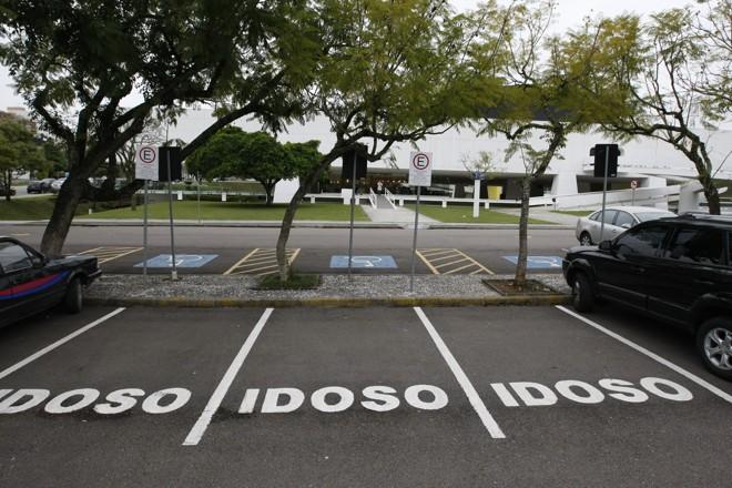 Cartão de estacionamento para idoso