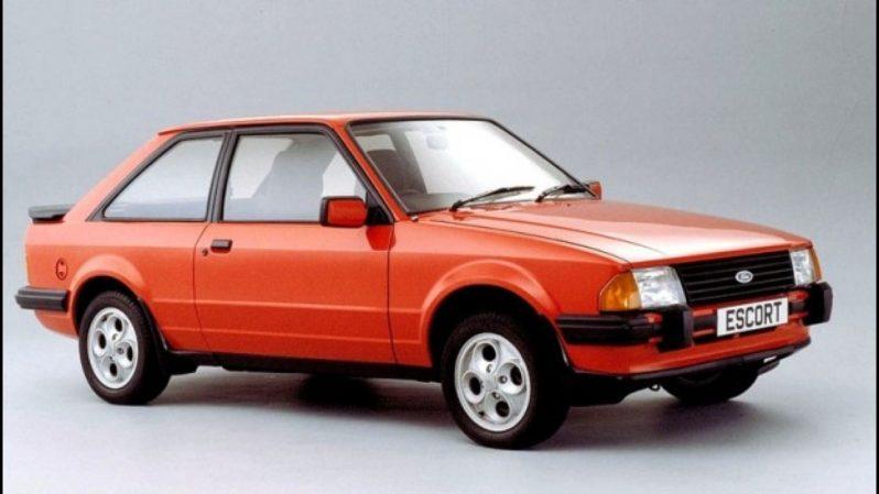 Foto de um Escort XR3. Imagem para ilustrar o texto sobre carros clássicos brasileiros