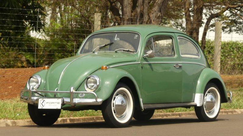 Foto de um Fusca verde. Imagem para ilustrar o texto sobre carros clássicos brasileiro